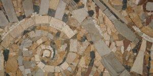 """Декоративно мозаечно пано """"Охлюви"""" в частен дом"""