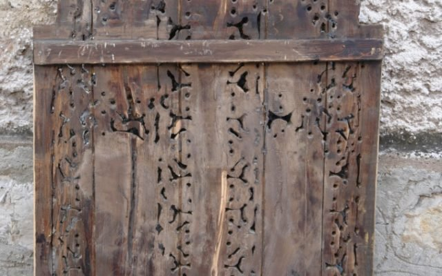Гръб на царските двери преди реставрация