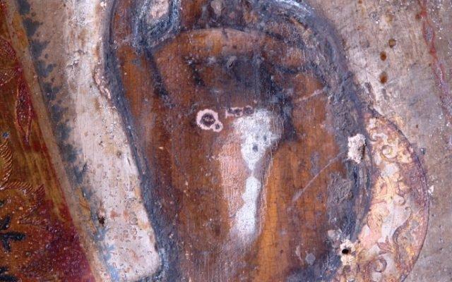Детайл от иконата преди реставрация - косо осветление