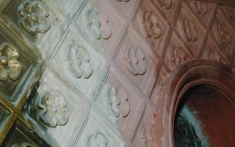 Детайл от иконостаса по време на работа - последователни етапи
