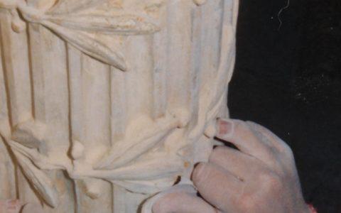 Детайл от иконостаса по време на работа - шлайфане