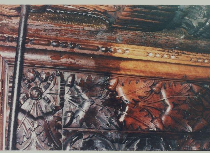 Детайл от иконостаса по време на работа-4