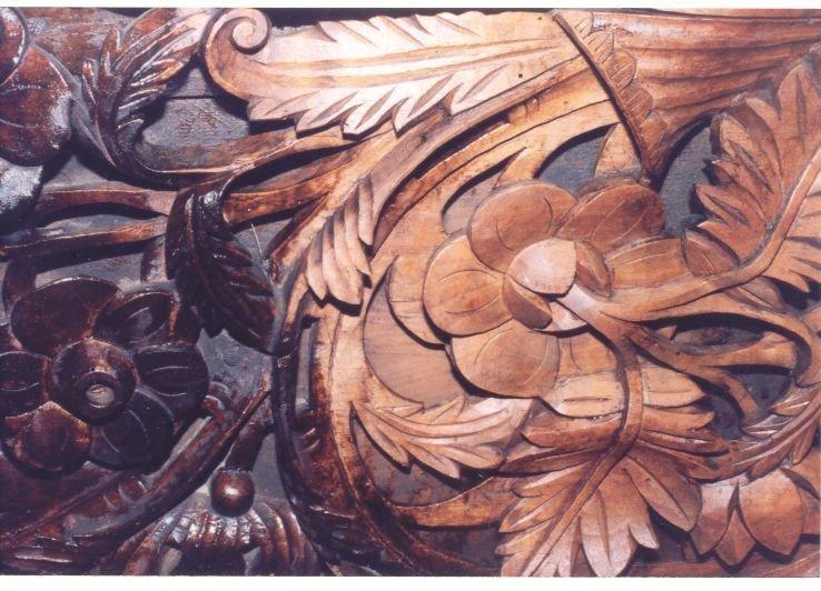 Детайл от иконостаса по време на работа
