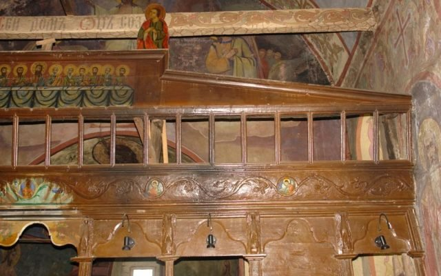 Детайл от иконостаса преди реставрация