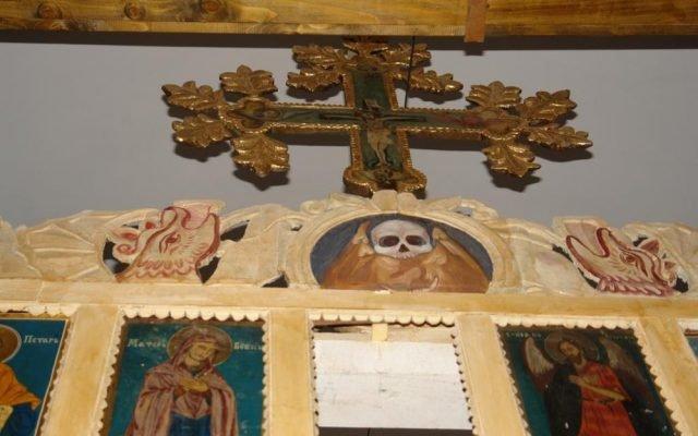 Детайл от иконостаса след реставрация-2