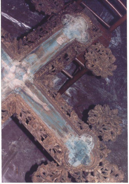 Детайл от кръста преди реставрация