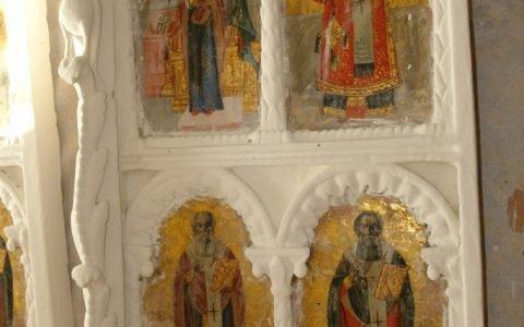 Детайл от царските двери по време на реставрация