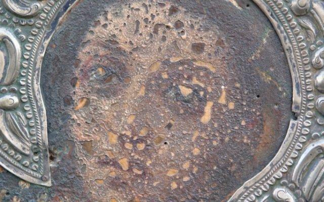 Детайл преди реставрация - главата гледа на ляво - препис