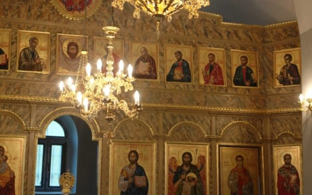 Дясната част от иконостаса след реставрация