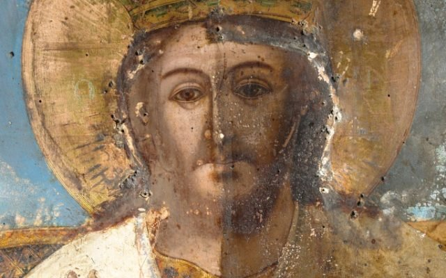 Иконата Иисус Христос - детайл по време на почистване