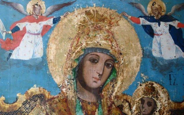 Иконата Св. Богородица детайл по време на реставрация - след почистване