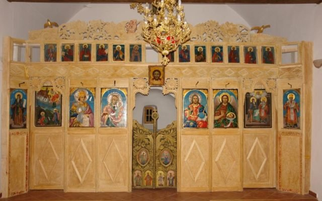 Иконостаса в хр. Св.Димитър - с. Клисура след реставрация