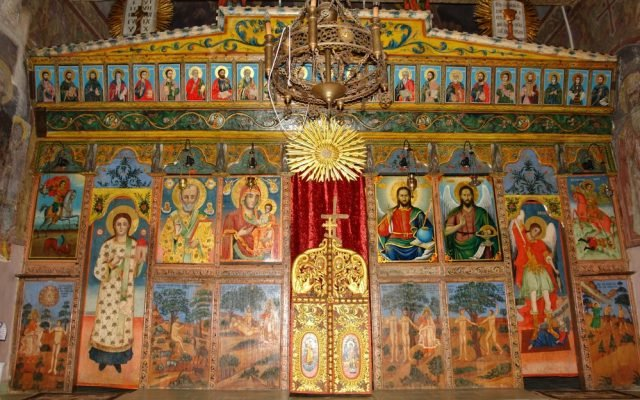 Иконостаса в хр. Св.Николай-с.Челопеч след реставрация