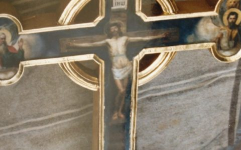 Иконостасния кръст след реставрация