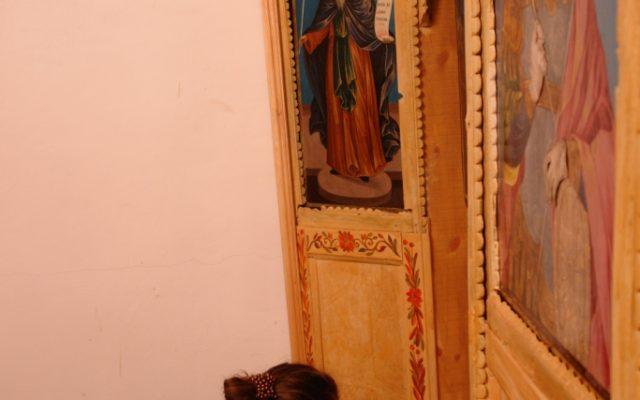 По време на работа на иконостаса в храм Св.Димитър - с. Клисура Самоковско