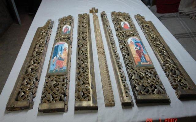 Царските двери от храм Св. Св. Петър и Павел - София по време на реставрация