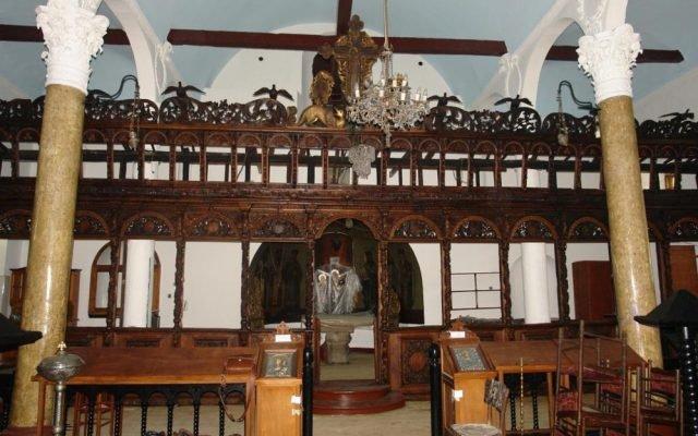 Дървената част на иконостаса след реставрация