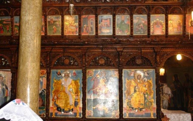 Лявата централна част от иконостаса след реставрация