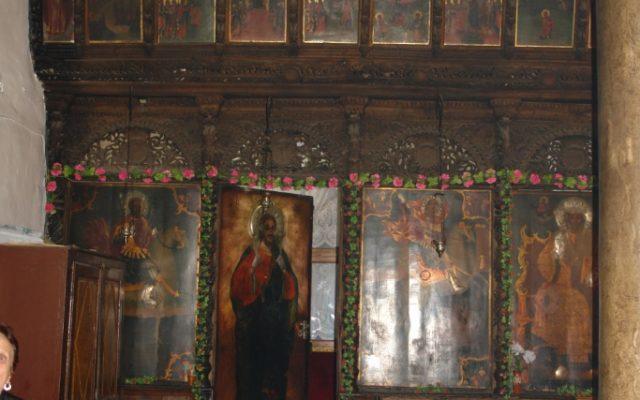 Лявата част от иконостаса преди реставрация