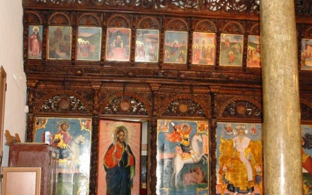 Лявата част от иконостаса след реставрация
