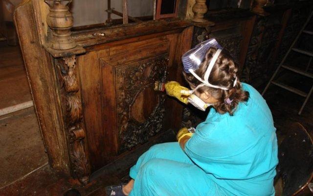 по време на работа на иконостаса в храм Св.Димитър-Сливен