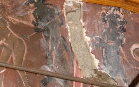 Детайл от западната стена - запълване на загуби на мазилката