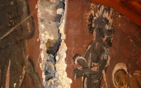 Детайл от западната стена-стари запълвания на кухини