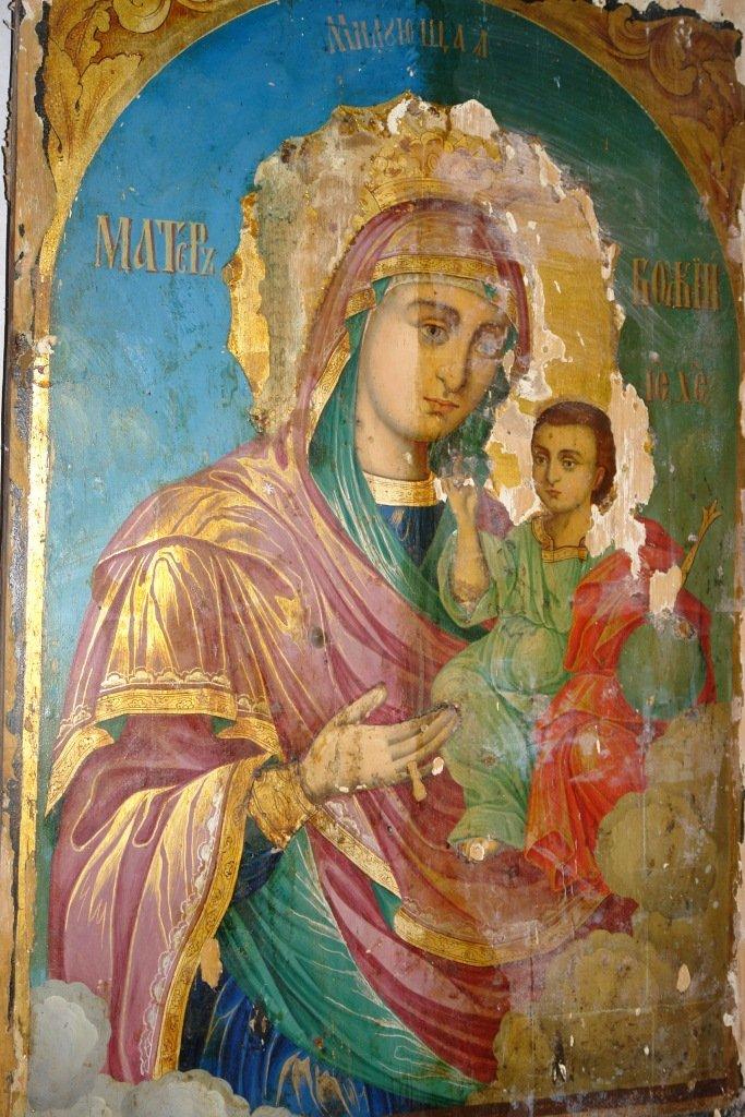 Иконата Св. Богородица по време на реставрация - почистване