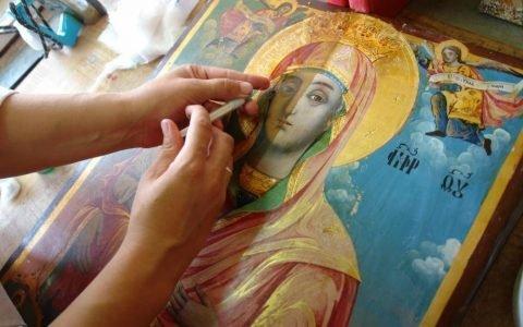 Иконата Св. Богородица по време на реставрация - укрепване
