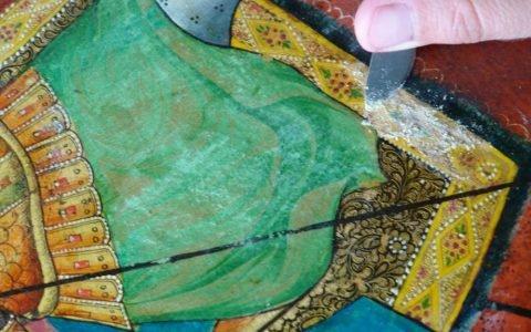 Иконата Св. Димитърна кон - детайл по време на почистване