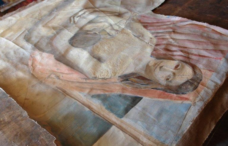 Картината Мадона - автор Иван Ненов - по време на реставрация