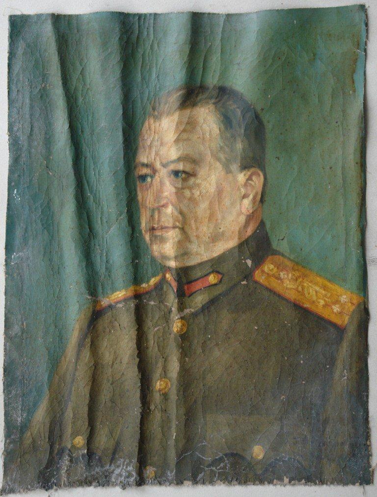 Картината Портрет на генерал - автор Петко Клисуров - преди реставрация